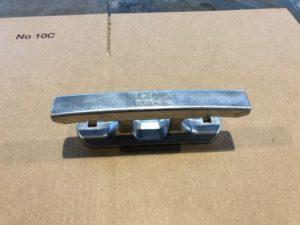 Alumiininen venepollari pulttikiinnityksellä
